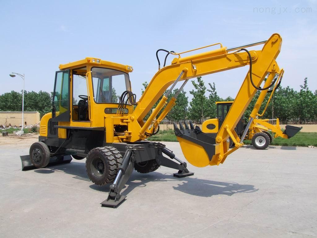 神钢挖掘机四轮一带-支重轮-引导轮-驱动齿-拖链轮-张紧轮-