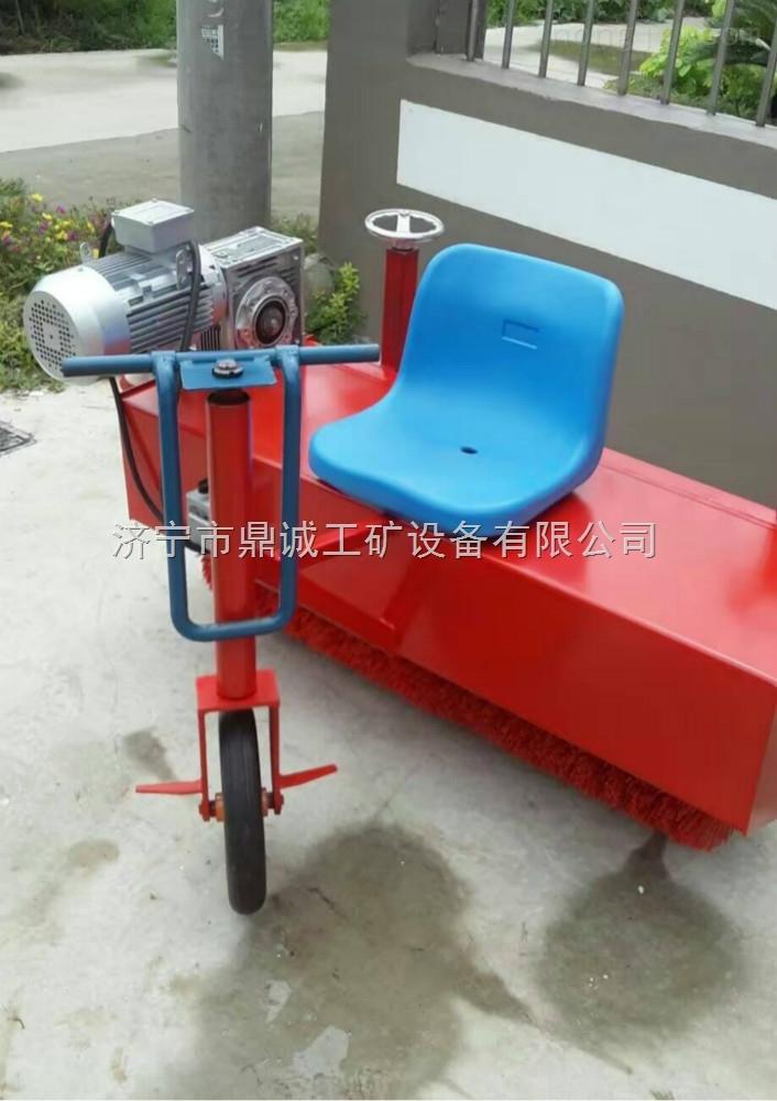 厂家热销塑胶跑道场地铺设机械电动梳草机 驾驶式人造草坪刷草机