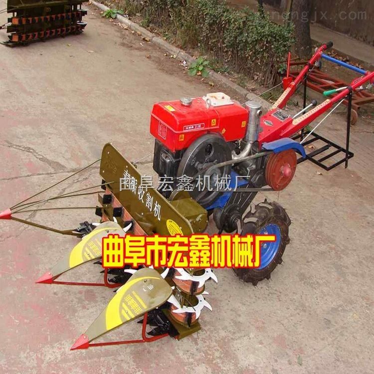 玉米秸秆割晒机 自走式割晒机 大型联合收割机价格