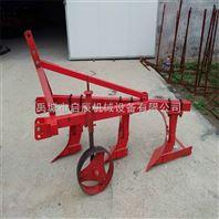 四轮拖拉机带的3铧犁耕地犁翻整土地机械农业机械