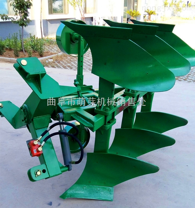 呼和浩特拖拉机带翻转犁 拖拉机后悬挂翻转犁供应