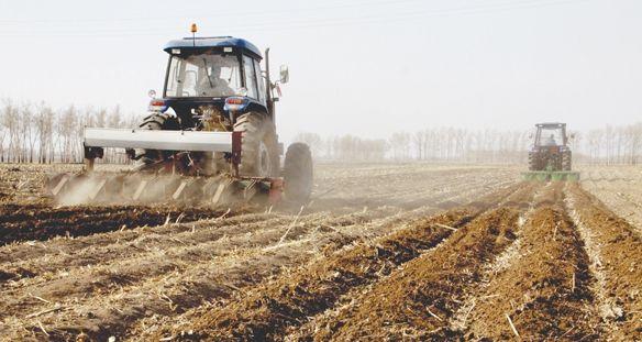 黔西县严把春季农机安全生产关