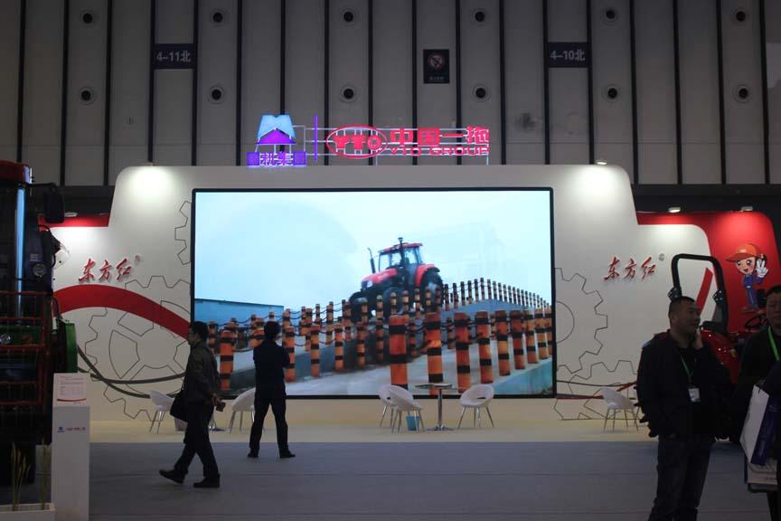 第九届江苏农机展  龙都国际娱乐一拖多款农业装备重装亮相