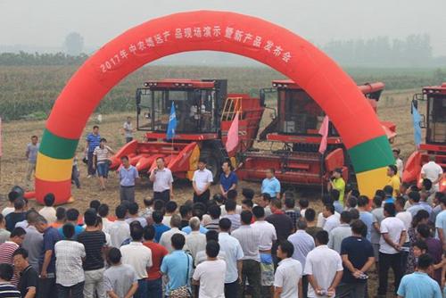 中农博远召开玉米机系列产品现场演示会 新品玉米机发布