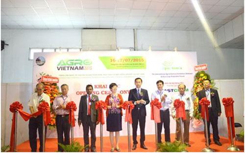 越南农业部,工业和贸易部相关领导出席了展会开幕式图片