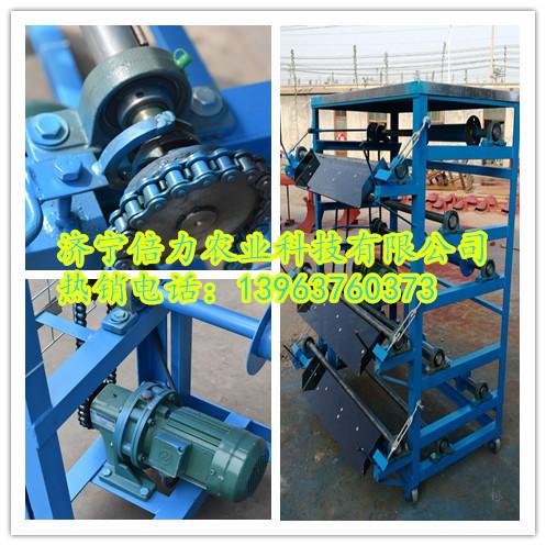 原理:传送带式清粪机承粪板安装在每层鸡笼下面,当机器启动时,由电机